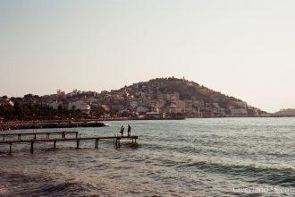 トルコ旅行記:クシャダスの夜のにぎわいと、ドミトリーのドイツ人大学生。